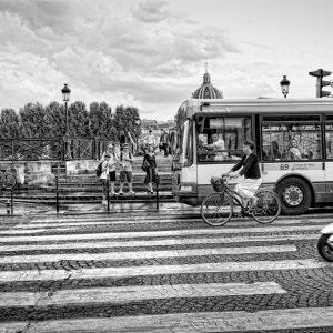 Cruzando la calle Italo Arriaza www.photographer.cl